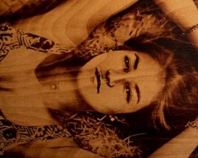 портрет на дереве на заказ в Сочи